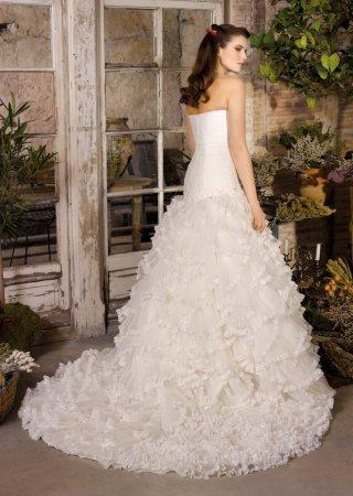 Свадебные платья цвета айвори и букеты к ним