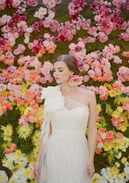 Свадебные прически с цветами | SvadbaMag