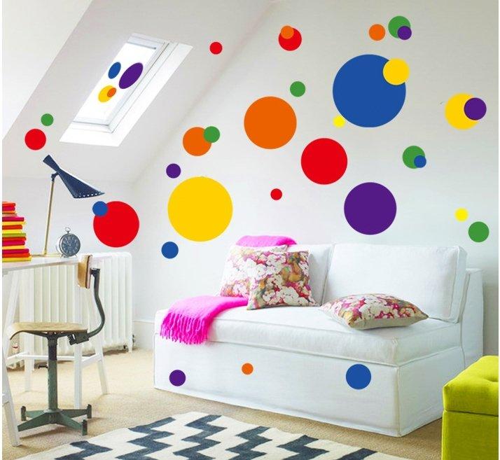 стена в разноцветный горошек аренде