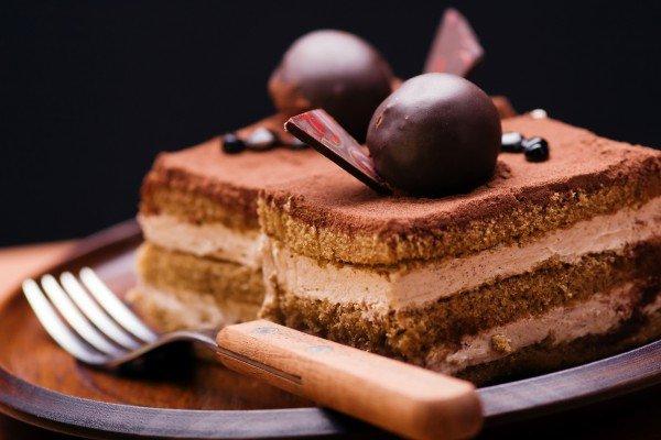 Шоколадные пирожные с кремом