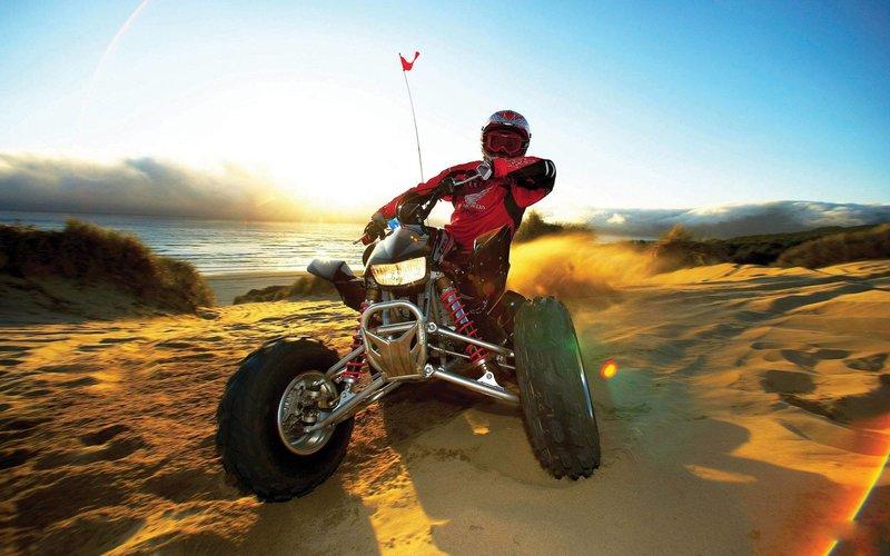 Квадроцикл в поворот