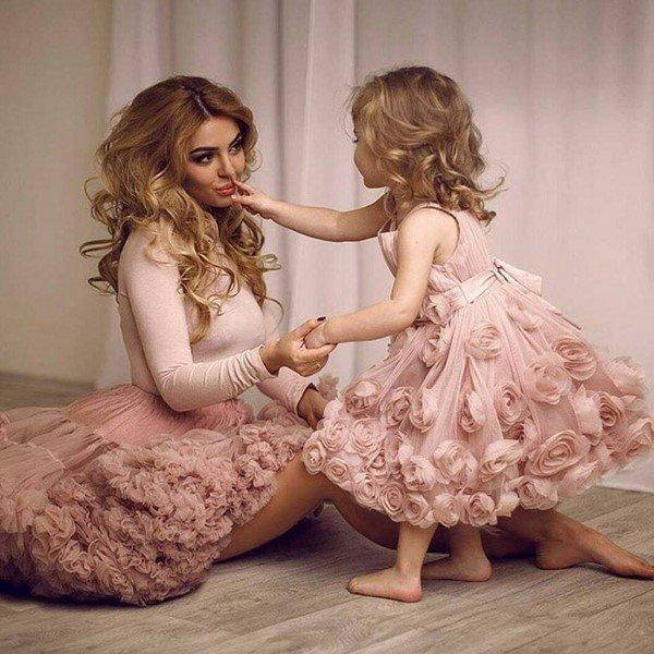 Мама и дочка лижаться