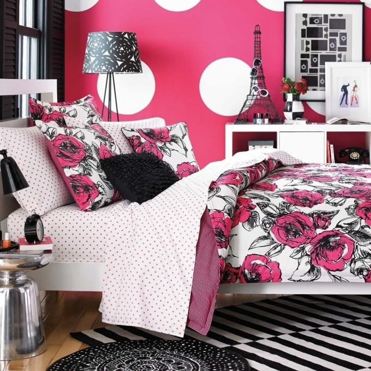 Teen bedding for girls with matching wallpaper