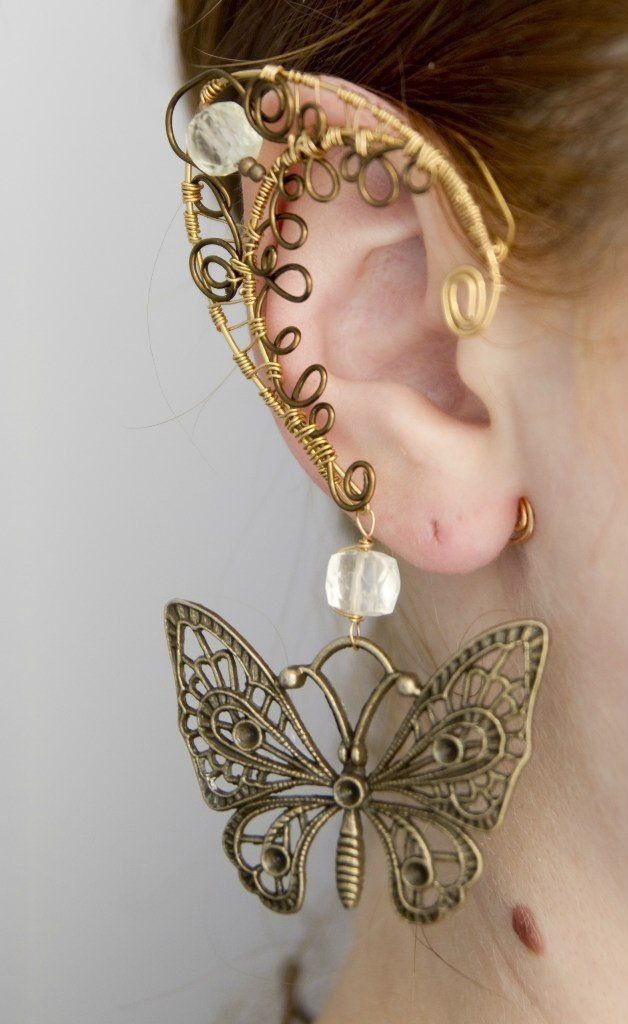 Каффы — это такие необычные украшения для ушей. Их можно носить даже без проколотого уха, так как кафф крепится на