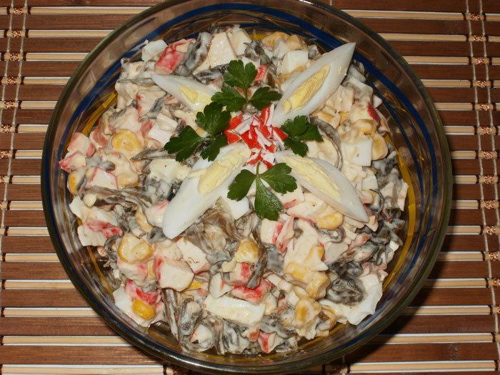 салат с крабовыми палочками и морской капустой рецепт