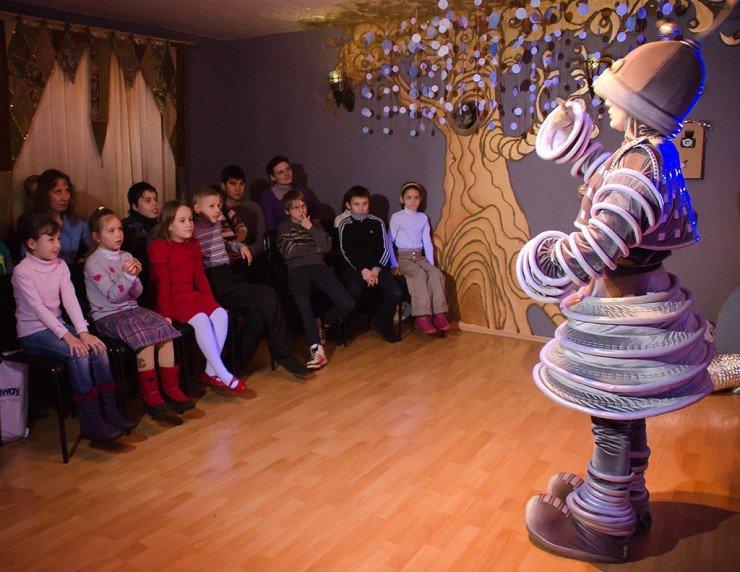 Одинцовский театр песни «Калинка от Натали» подарил детям благотворительный спектакль «Путешествие Телескопчика»