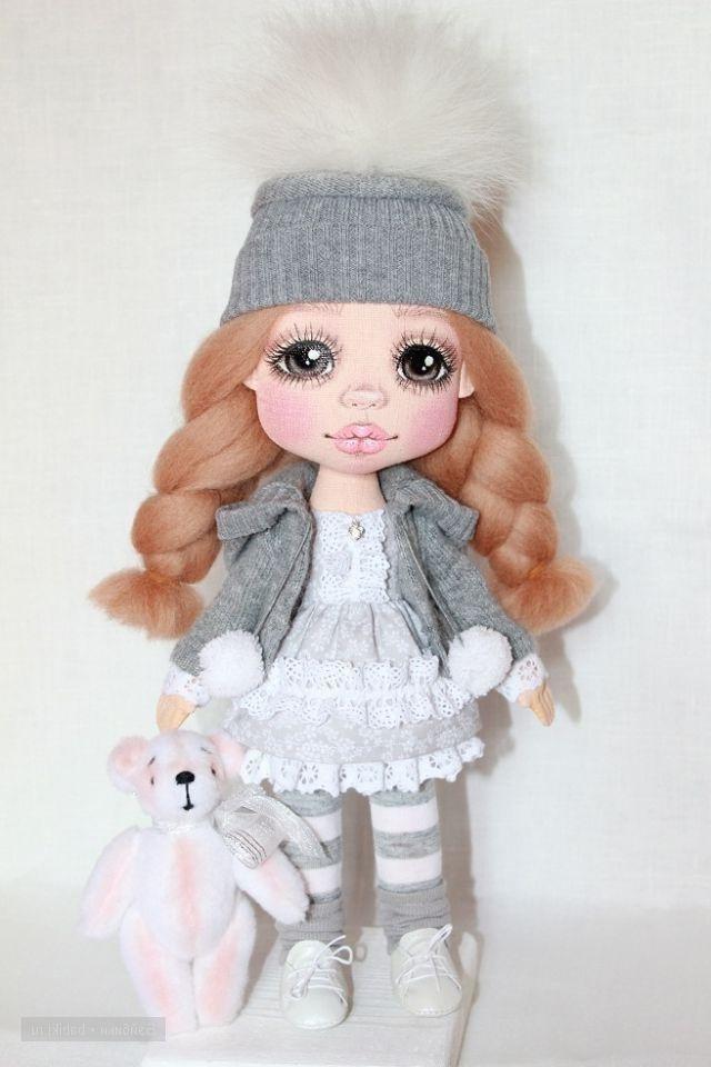 Кукла с красивыми глазами