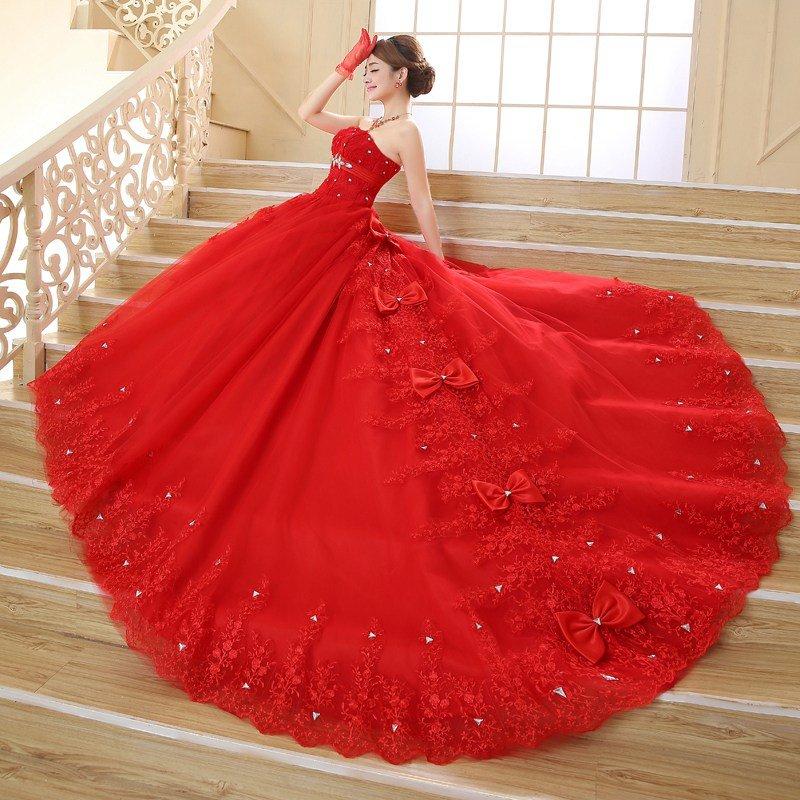Свадебное платье с бантами.