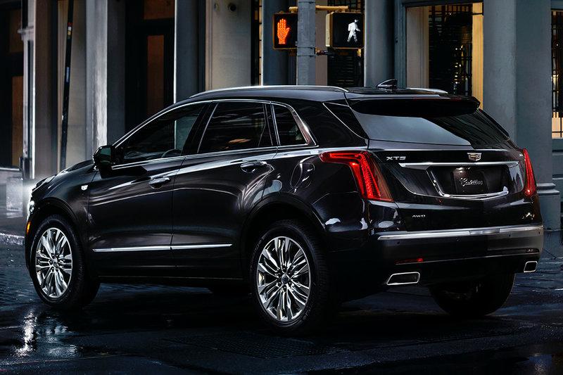 Детальный обзор среднеразмерного премиум-кроссовера Cadillac XT5 с фотографиями.