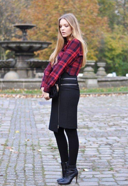 Рубашка в клетку также сочетается с юбками практически любого типа. Это может быть кожаная плиссированная модель, джинсовая до колена с потертостями и дырами, юбка карандаш, плиссированная макси.