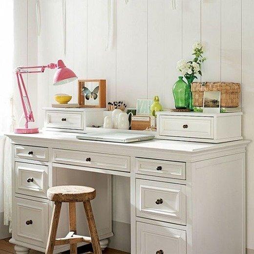 Создать комфортный домашний офис для девушки довольно непросто.