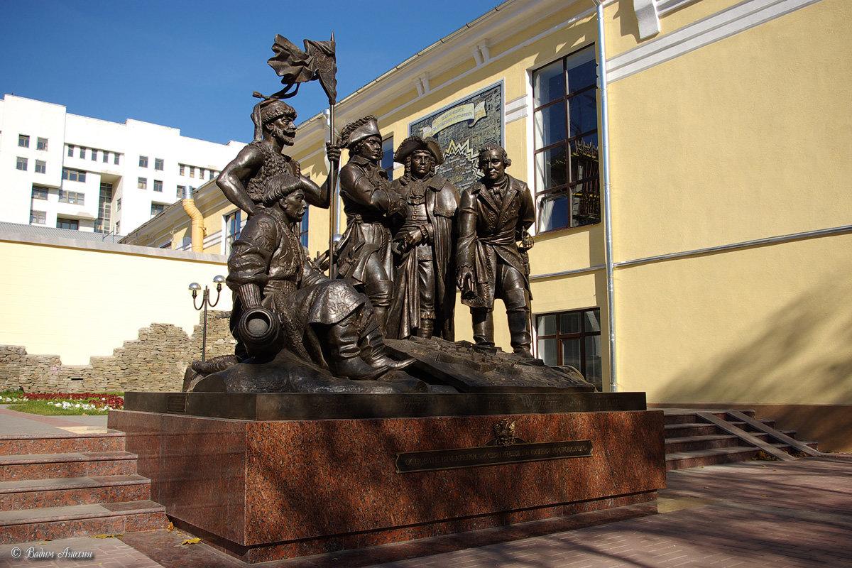 Ростов на дону памятники картинки
