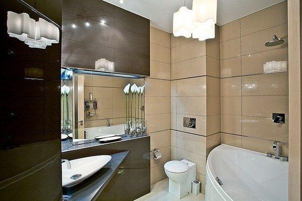 Небольшая ванная в современном стиле.