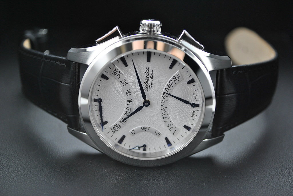 Мужские часы отличаются лаконичностью, отсутствием ярких и броских деталей.