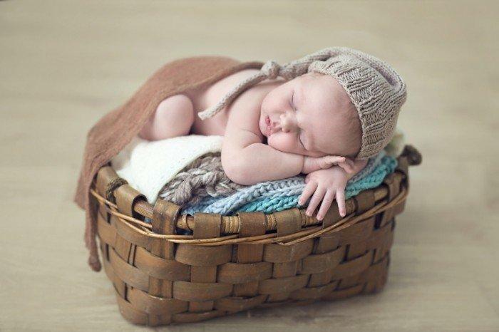 в корзине новорожденных фотографии