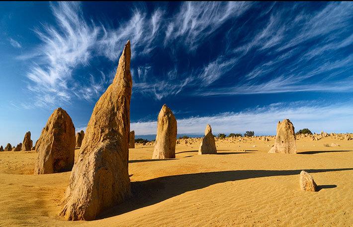 Национальный Парк Намбунг Посередине песчаной пустыни в национальном Парке Намбунг находится основная достопримечательность Австралии. Это места древнего леса «Пиннакли».