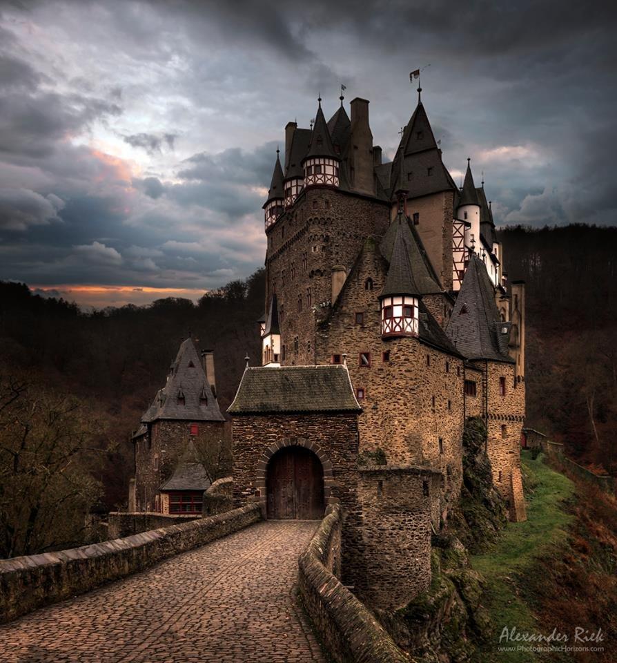 дня победы фото мрачных замков примите
