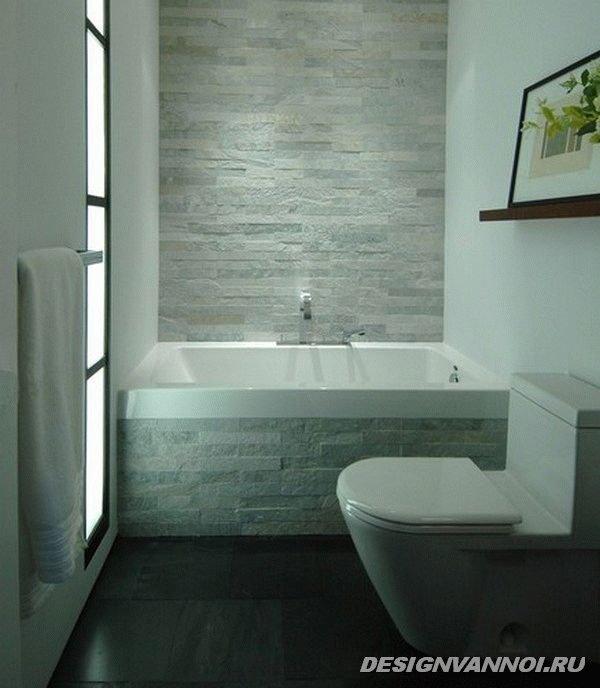 Небольшая ванная.