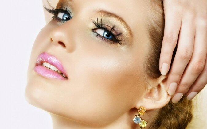 Роль макияжа бровей не стоит недооценивать.