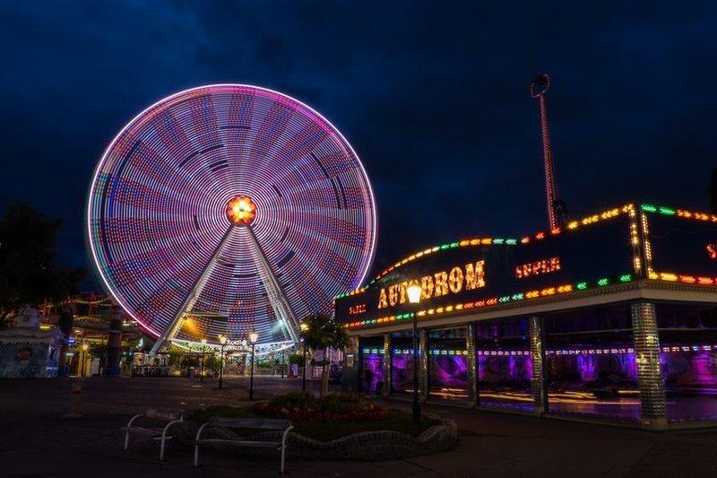 Пратер – это большая зона отдыха в Вене, разделяется на парк развлечения и простой зеленый парк.