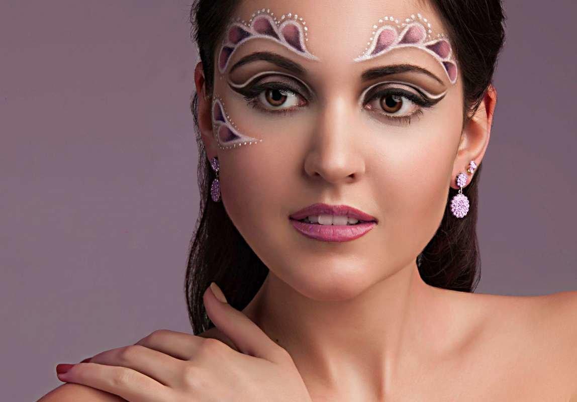 темная или фото креативного макияжа рисунком больше всего ученых