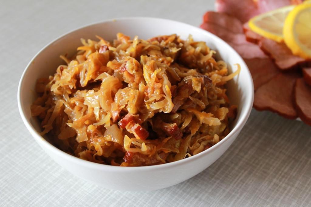 калорийность тушеной капусты со свининой