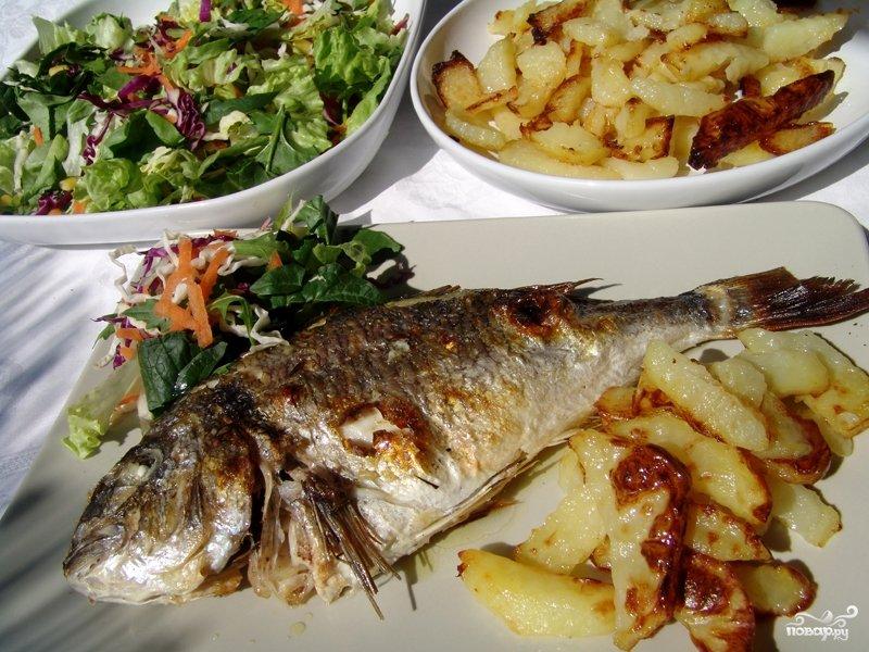Рыба получается очень вкусной, с ярким чесночным ароматом.