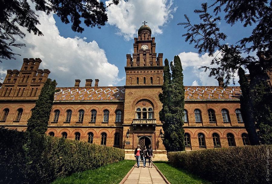 черновицкий национальный университет фото нас занял почти