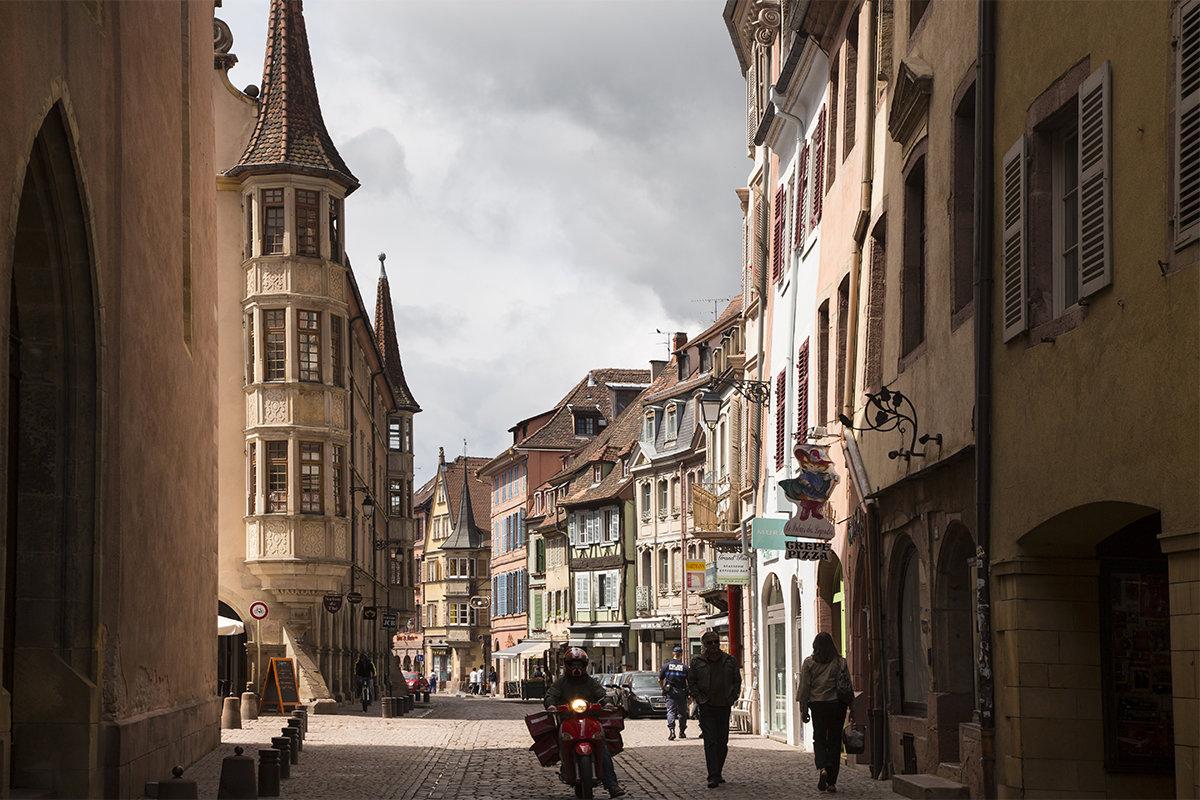 окрестностях фото красивых улиц городах европы активно занимается спортом