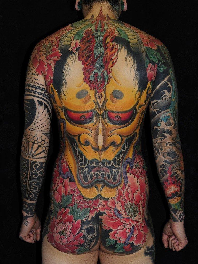 Цветное тату джинн на всю спину и руки