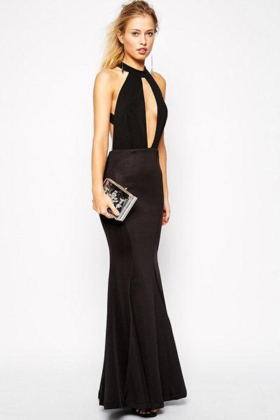 Декольтированном платье
