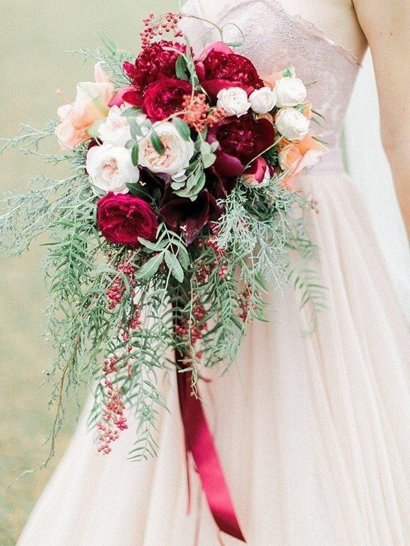 Букет невесты бордового цвета