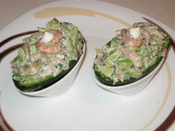 Салат из авокадо с креветками и шампиньонами за 15 минут