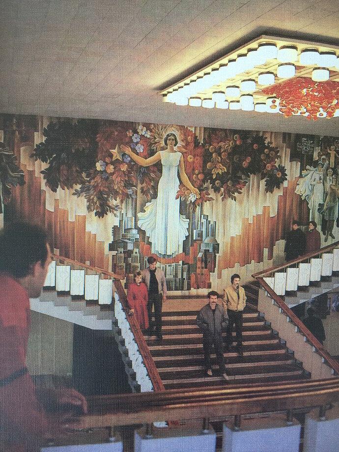 «Минск», построенный в 1982 году по проекту столичного архитектора Юрия Шпита, был не просто кинотеатром, но и кафе, и танцевальным залом.
