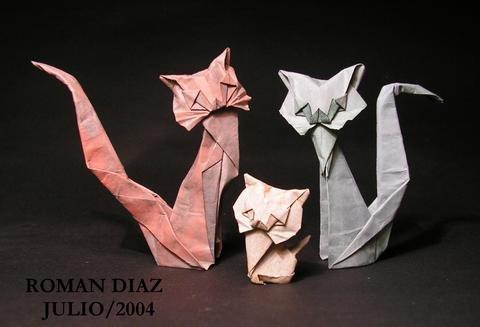 Довольно старая, но все-таки очень интересная модель бумажной кошки от оригамиста Roman Diaz, которую можно собирать как из простого листка бумаги