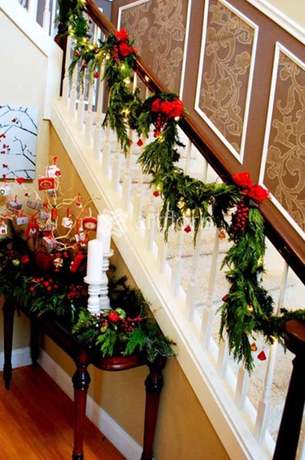 Пример украшения лестницы к рождеству