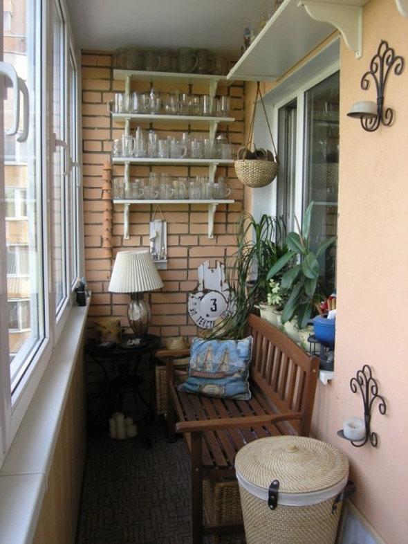 Как обустроить маленький балкон.