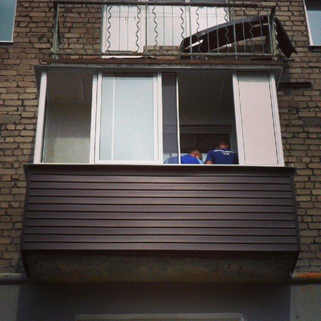 В нашей статье вы узнаете все об остеклении балкона в хрущев.