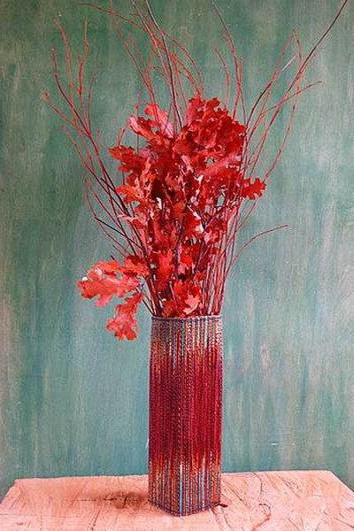 Обзор оригинальных способов украсить интерьер вазами для цветов. Эти идеи для всех, кто не останавливается на покупке, а идет
