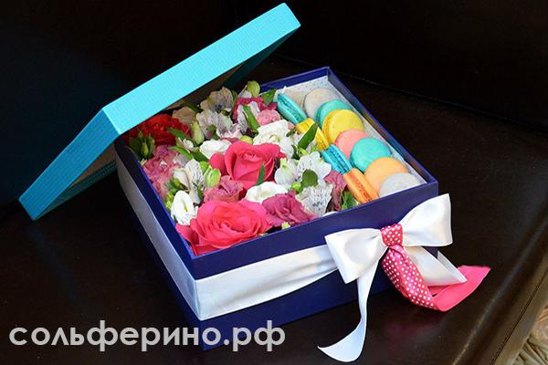 Макарон и цветы в коробке какие бывают и как заказать