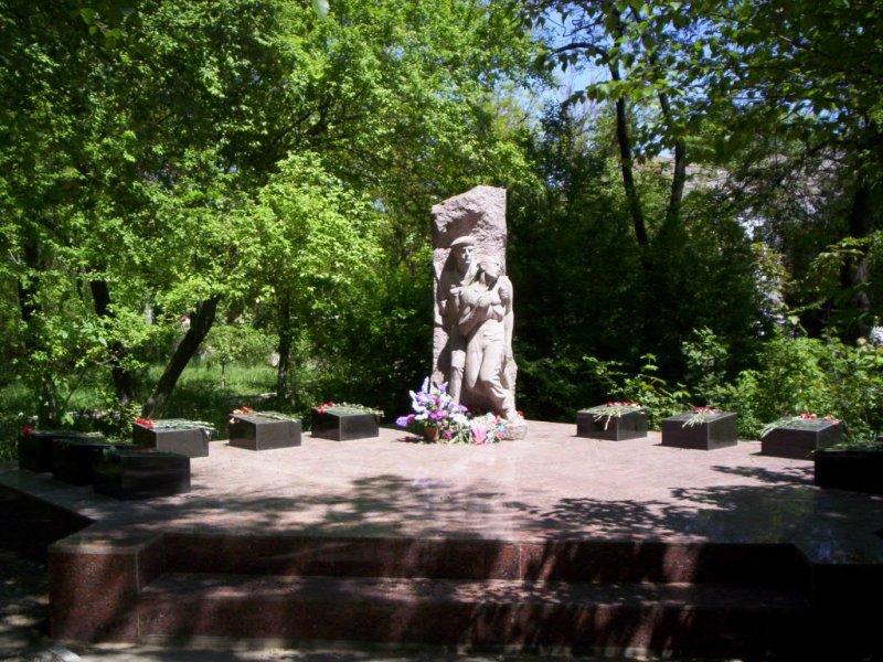надо кратко о памятниках и фото г джанкоя всей