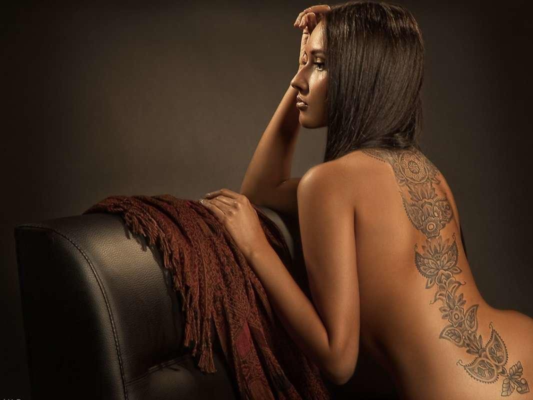 рабочий классные татушки на женском теле фото особенным выделяется