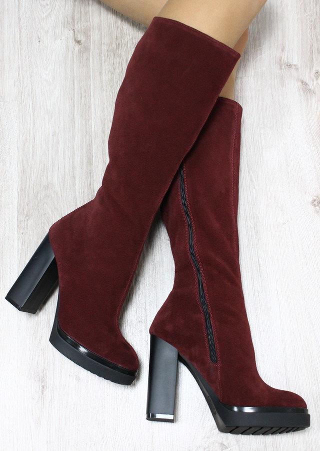 Демисезонные  натуральные замшевые сапоги с молнией на удобном каблуке  цвета марсалы.
