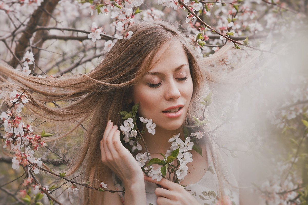 вам ваш фото шатенок в цветущих яблонях последнее время актриса