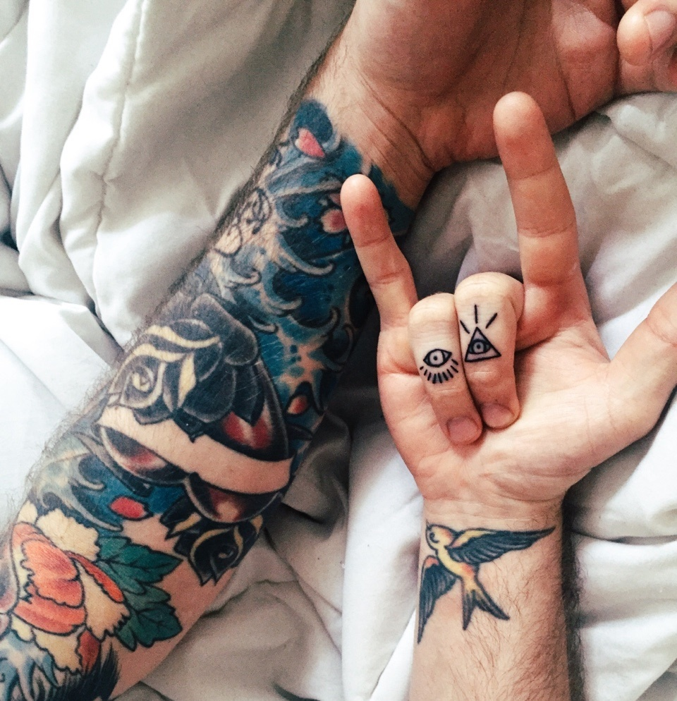 Картинки с тату на пальцах