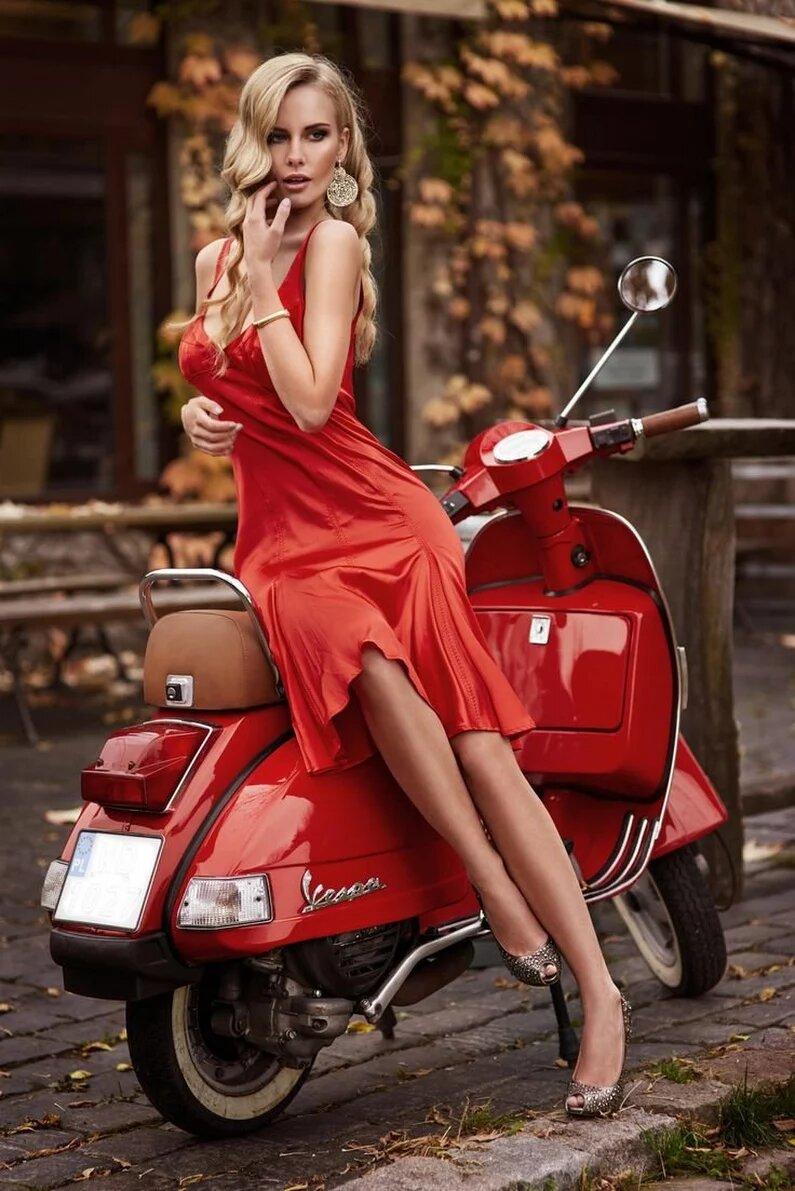 дрочит красная блондинка из днепра взрослый опускается уровень