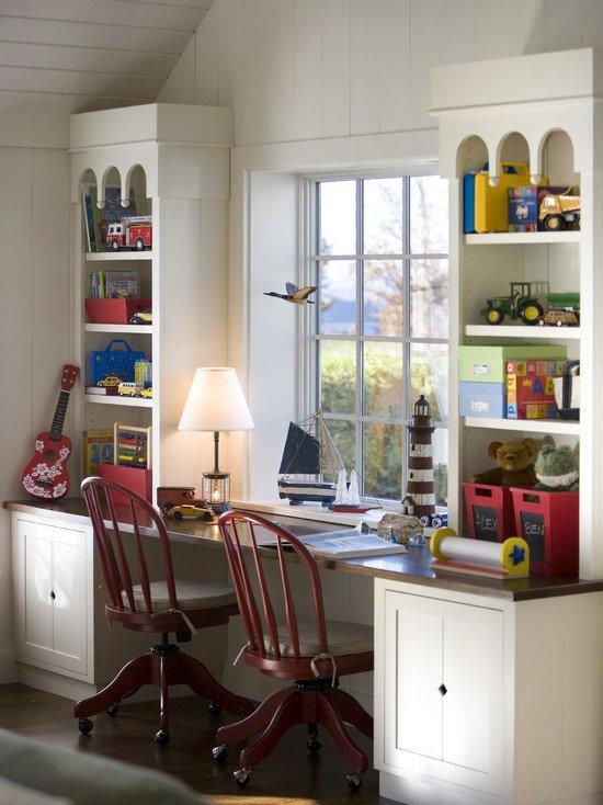 Перед покупкой стола стоит определиться, какие функции он будет выполнять. Например, он может предназначаться для чтения, рисования, других занятий и одновременно может иметь дополнительные отделения для хранения школьных принадлежностей.