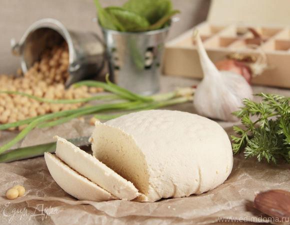 Так начинает свою историю продукт тофу – сыр, полученный путем створаживания соевого молока.