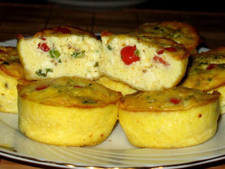 Мини-Фриттаты с карликовыми помидорыми и сыром Фета