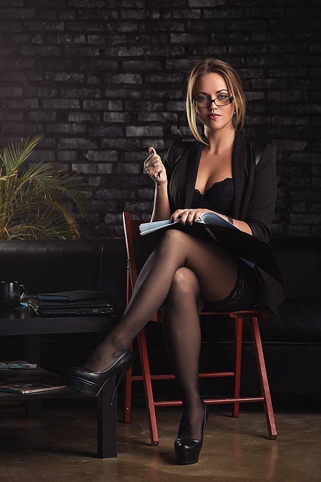 В деловом костюме эро фото, очки ванна тетки